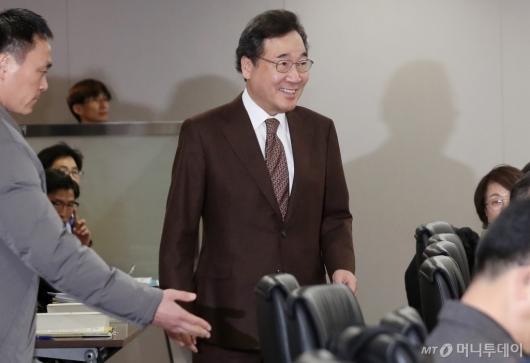 [사진]소비자정책위 참석하는 이낙연 총리