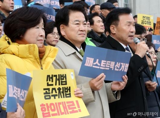 [사진]자유한국당 규탄하는 야3당 대표