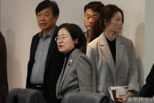 [사진]소비자정책위원회 참석하는 조성욱 위원장