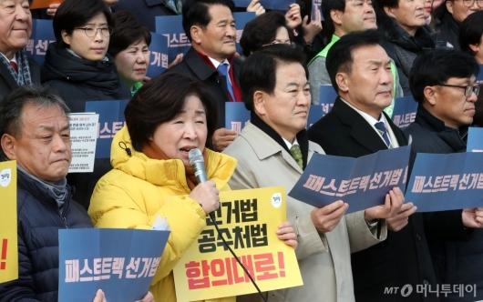 [사진]한국당 규탄하는 심상정 대표