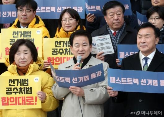 [사진]한국당 규탄하는 정동영 대표