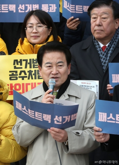 [사진]한국당 규탄하는 정동영