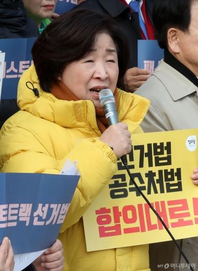 [사진]한국당 규탄하는 심상정