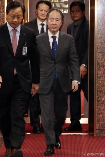 [사진]입국하는 도미타 고지 신임 주한 일본대사