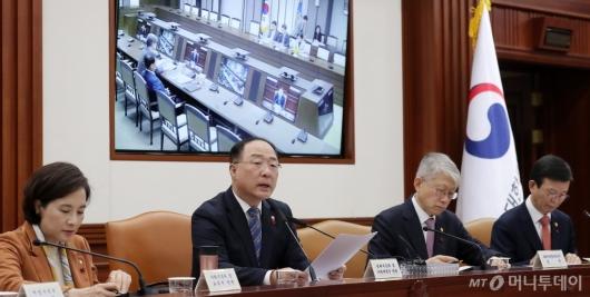 [사진]혁신성장 영상회의 주재하는 홍남기 부총리