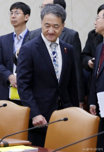 [사진]'혁신성장 전략회의' 참석한 박능후 장관
