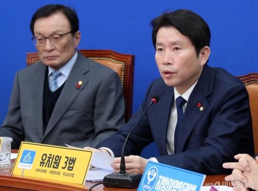 [사진]최고위원회 발언하는 이인영