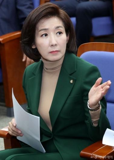 [사진]의원총회 참석한 나경원