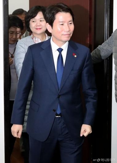 [사진]예산안 실무회동 참석하는 이인영