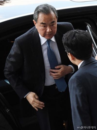 [사진]외교부 도착한 왕이