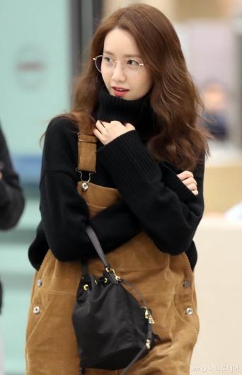 [사진]안경 쓴 윤아 '색다른 분위기'