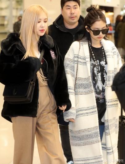 [사진]로제-제니 '나란히 입국'