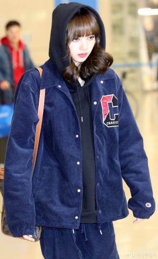 [사진]리사 '공항 밝히는 미모'