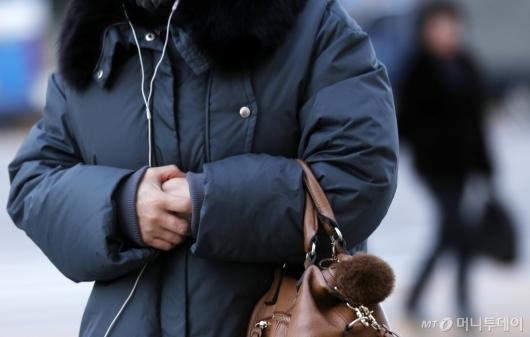 [사진]출근길 강추위에 얼어버린 손