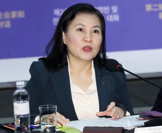 [사진]유명희 통상교섭본부장 '한중 기업인 대화' 축사
