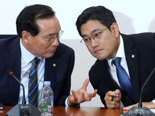 [사진]의견 나누는 오신환-김중로