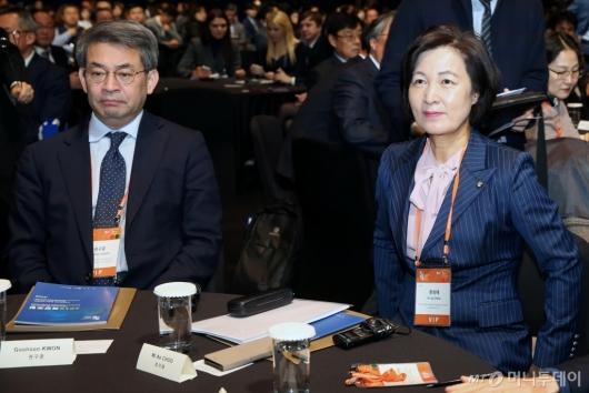 [사진]2019 북방포럼 참석한 추미애-권구훈