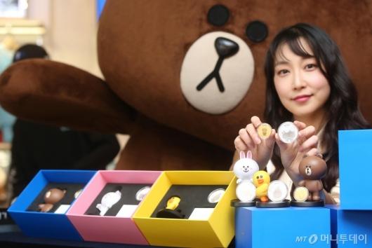[사진]브라운앤프렌즈 캐릭터 기념메달 출시