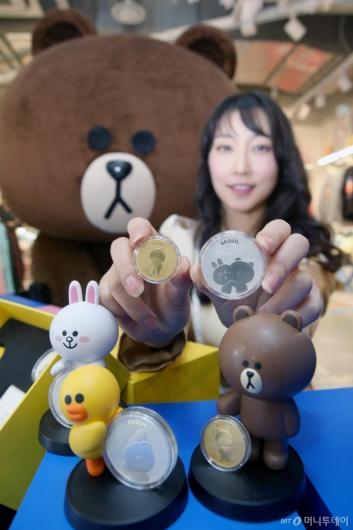 [사진]한국조폐공사 '브라운앤프렌즈 기념매달 출시'