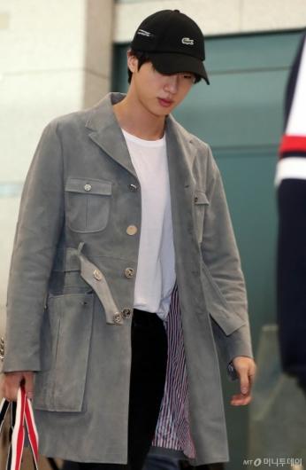 [사진]BTS 진 '피곤한 입국'