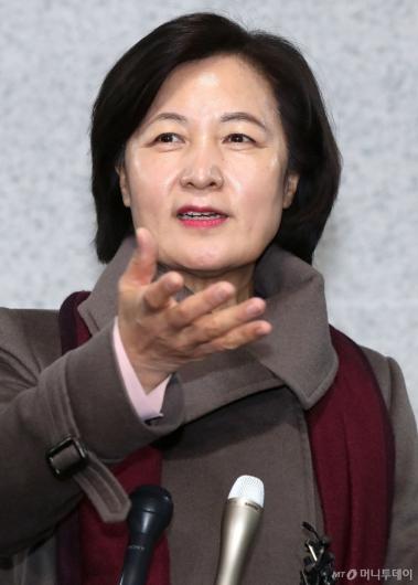 [사진]법무부장관 지명 소감 밝히는 추미애