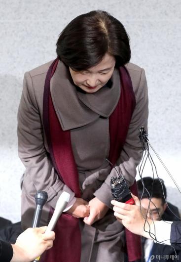 [사진]고개 숙여 인사하는 추미애