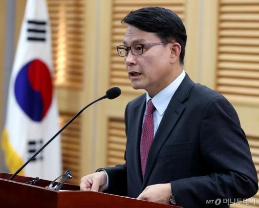 [사진]한국당 원내대표 출마 선언하는 윤상현