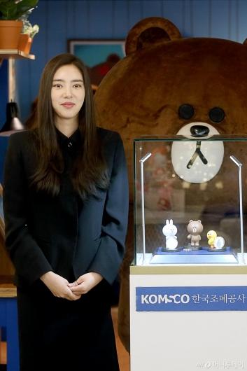 [사진]브라운앤프렌즈 기념메달 공개행사 참석한 손담비