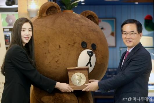 [사진]손담비, 브라운앤프렌즈 기념메달 공개행사 참석