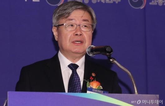 [사진]축사하는 이재갑 고용노동부 장관