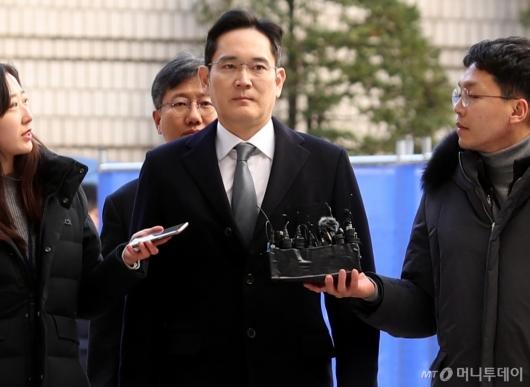 [사진]법원 출석하는 이재용 부회장
