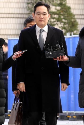[사진]이재용 부회장 '법정으로'