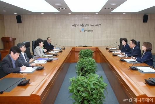 [사진]자유한국당 북한선원 강제북송 진상규명TF 인권위 면담