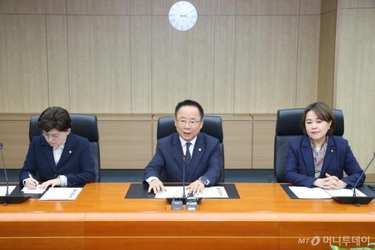 [사진]'北선원 강제북송 진상규명' 인권위 방문한 한국당 의원들
