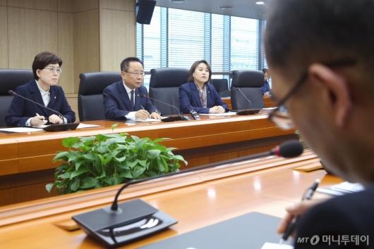 [사진]진상규명 요청하는 한국당 北선원 강제북송 진상규명 TF
