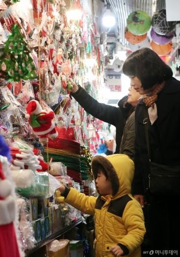 [사진]'아이와 함께 크리스마스 준비'
