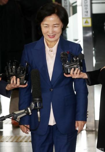 [사진]미소짓는 추미애 장관 후보자