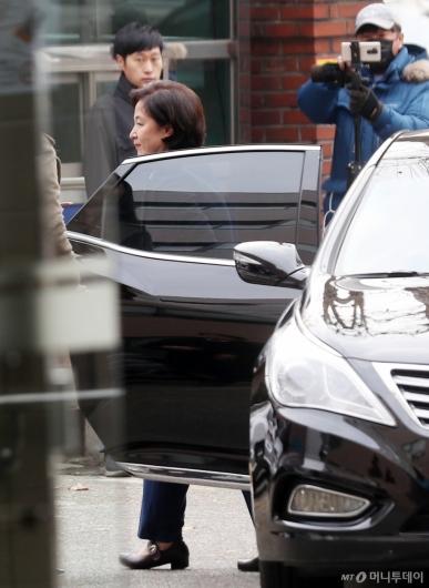 [사진]청문회 준비사무실 도착한 추미애