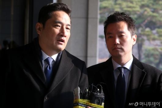 [사진]답변하는 강용석-김세의
