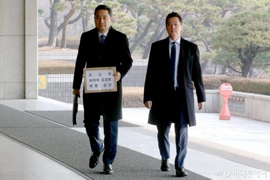 [사진]서울지방법원 방문한 가로세로연구소 관계자들