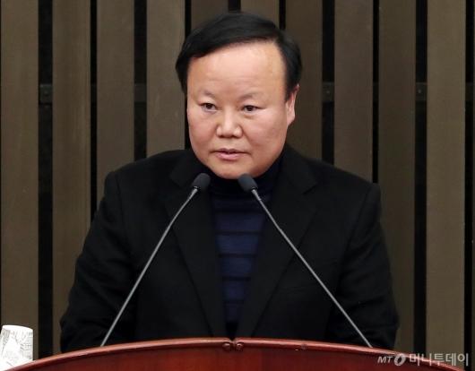 [사진]소감 밝히는 김재원 신임 정책위의장