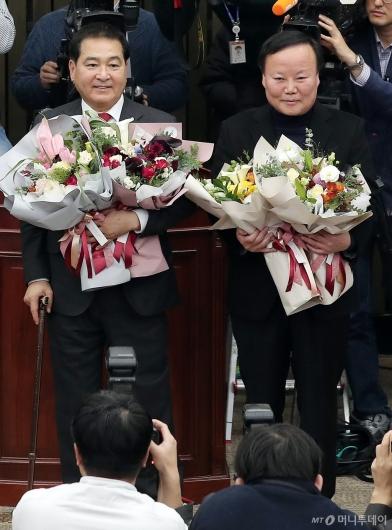 [사진]심재철-김재원 '자유한국당 원내대표-정책위의장' 선출