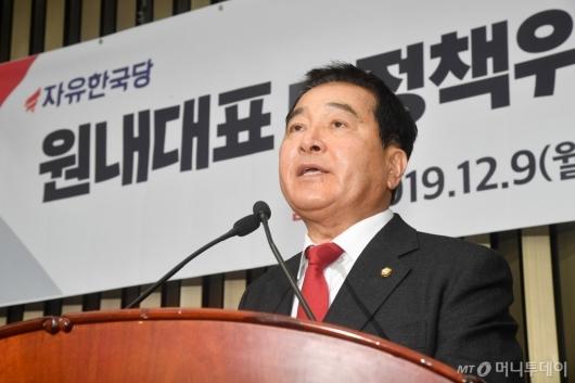 [사진]소감 밝히는 심재철 신임 원내대표