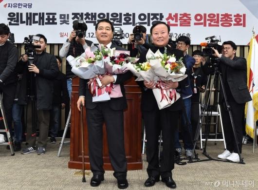 [사진]심재철-김재원 '원내대표-정책위의장' 당선