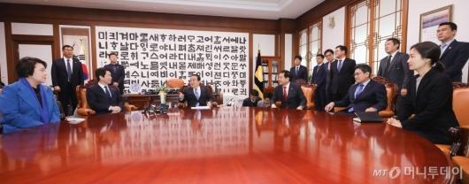 [사진]국회의장-여야3당 원내대표 회동