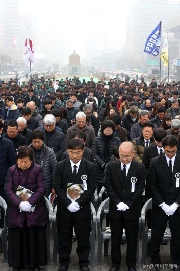 [사진]故 오종렬 의장 추모하는 시민들