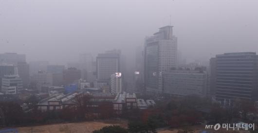 [사진]미세먼지의 습격...올 겨울 첫 비상저감조치 발령