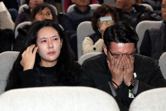 [사진]눈물 흘리는 민식군 부모