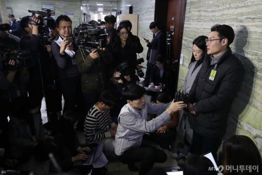 [사진]'민식이법' 통과 입장 밝히는 민식이 부모