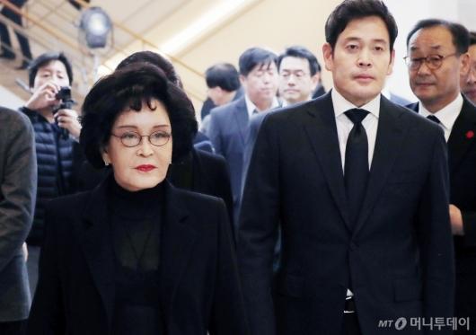 [사진]故 김우중 전 회장 빈소 찾은 이명희-정용진